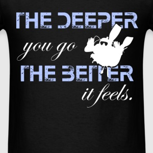 Scuba diving - The deeper you go, the better it fe - Men's T-Shirt