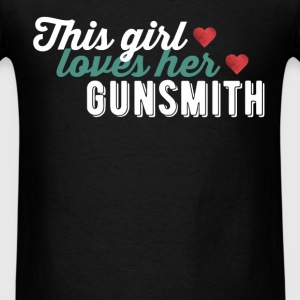 Gunsmith - This girl loves her Gunsmith - Men's T-Shirt