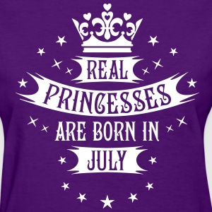 Real Princesses are born in July Princess birthday - Women's T-Shirt