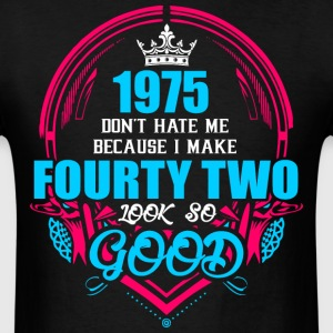 1975 Don't hate me Because I make Fourty Two Look  - Men's T-Shirt