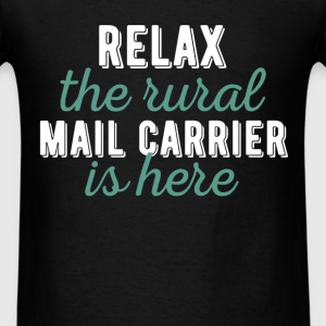 Mail Carrier - Relax the rural Mail Carrier is her - Men's T-Shirt