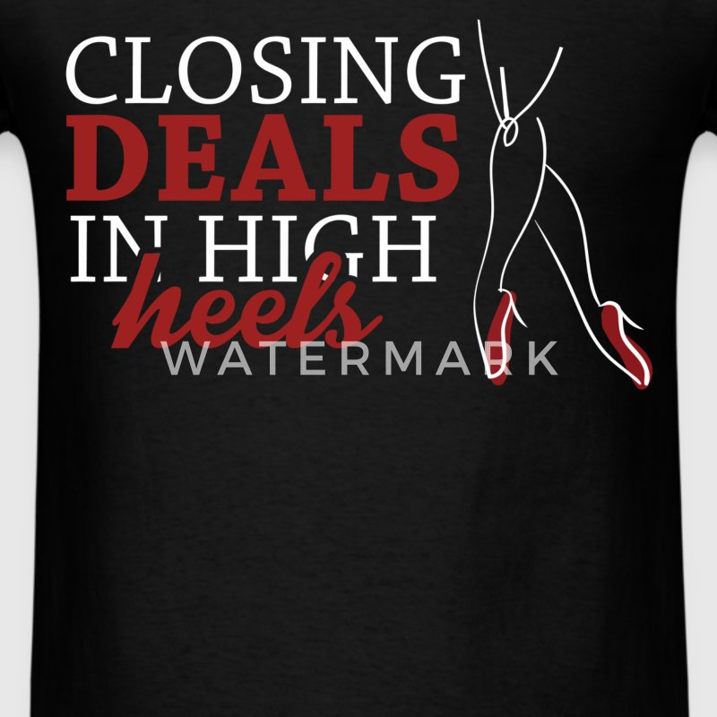 Real Estate Agent - Closing deals in high heels  - Men's T-Shirt