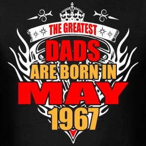 The Greatest Dads are born in May 1967 - Men's T-Shirt