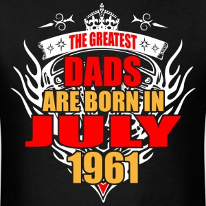 The Greatest Dads are born in July 1961 - Men's T-Shirt