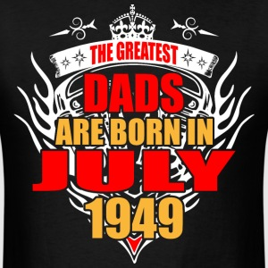 The Greatest Dads are born in July 1949 - Men's T-Shirt