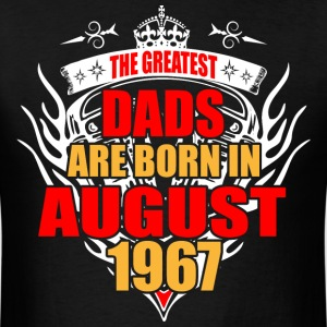 The Greatest Dads are born in August 1967 - Men's T-Shirt