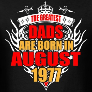 The Greatest Dads are born in August 1977 - Men's T-Shirt
