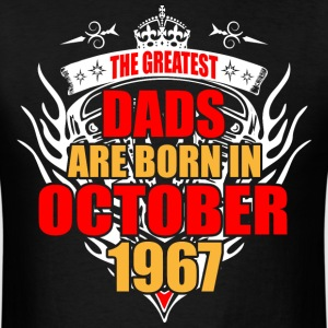 The Greatest Dads are born in October 1967 - Men's T-Shirt