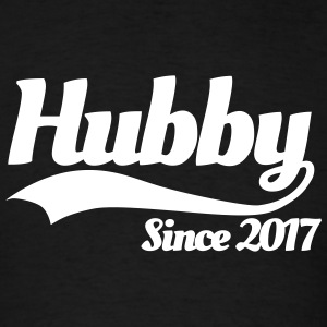 Hubby since 2017 (couples) T-shirts - T-shirt pour hommes