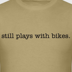 Still plays with bikes - Men's T-Shirt
