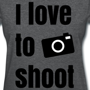 i love to shoot photos Women's T-Shirts - Women's T-Shirt