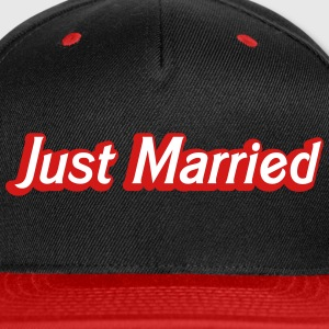 Just Married! cute recently married couples shirt Caps - Snap-back Baseball Cap