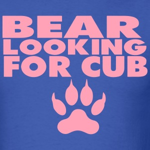 BEAR LOOKING FOR CUB - Men's T-Shirt