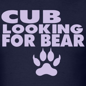 CUB LOOKING FOR A BEAR - Men's T-Shirt