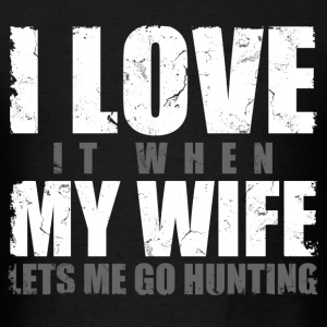 i_love_it_when_my_wife_lets_me_go_hunting T-Shirts - Men's T-Shirt