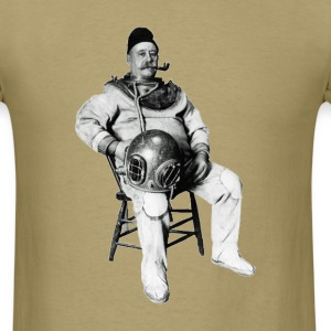 Vintage Diver with Diving Helmet and Pipe - Men's T-Shirt