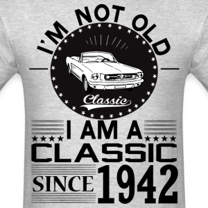 Classic since 1942 T-Shirts - Men's T-Shirt