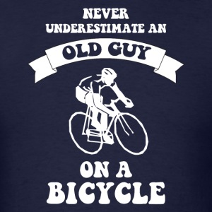Never underestimate an old guy on a bicycle - Men's T-Shirt