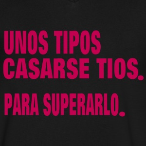 UNOS TIPOS CASARSE TIOS. PARA SUPERARLO. T-Shirts - Men's V-Neck T-Shirt by Canvas