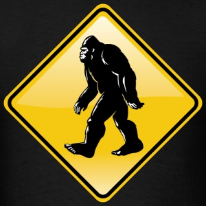 Bigfoot Road Sign - Men's T-Shirt