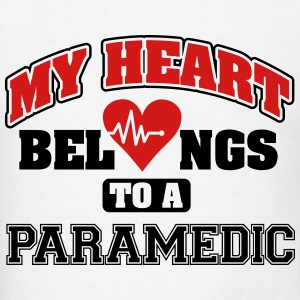 My heart belongs to a paramedic Tanks - Men's T-Shirt