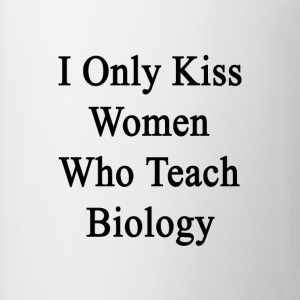 i_only_kiss_women_who_teach_biology T-Shirts - Coffee/Tea Mug