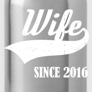 wife5625856.png T-Shirts - Water Bottle