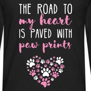The road to my heart is paved with paw prints - Men's Premium Long Sleeve T-Shirt