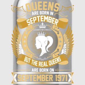 The Real Queens Are Born On September 1971 T-Shirts - Water Bottle