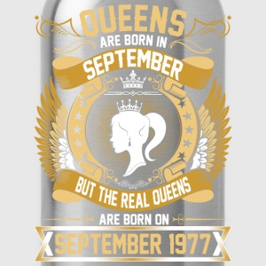 The Real Queens Are Born On September 1977 T-Shirts - Water Bottle