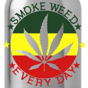 smoke weed every day T-Shirts - Water Bottle