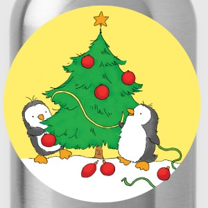 Penguins decorating christmas tree - Water Bottle