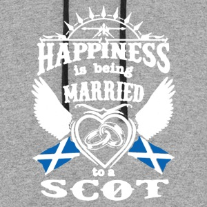 MARRIED TO A SCOT TEE SHIRT - Colorblock Hoodie