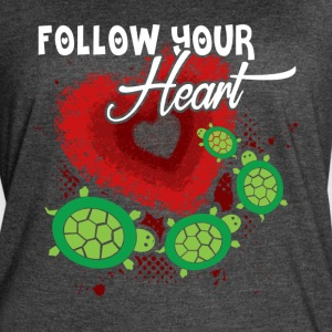 SEA TURTLE HEART SHIRT - Women's Vintage Sport T-Shirt