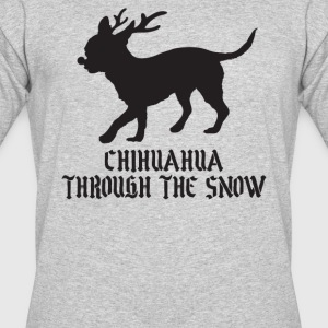 Chihuahua goes through the snow - Men's 50/50 T-Shirt