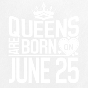 Queens are born on JUNE 25 - Large Buttons