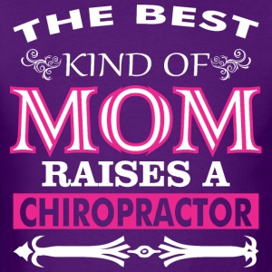 The Best Kind Of Mom Raises A Chiropractor - Men's T-Shirt