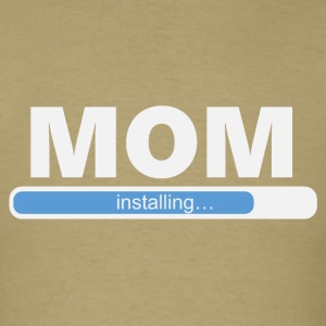 1058 Installing MOM - Men's T-Shirt