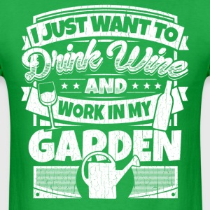 I just want to drink wine and work in my garden - Men's T-Shirt