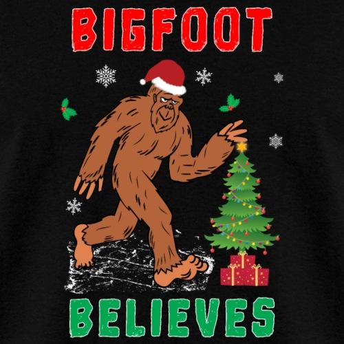 Bigfoot Believes in Christmas Snowy Squatchy Beast - Men's T-Shirt