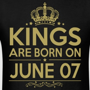 Kings are born on JUNE 07 - Men's T-Shirt