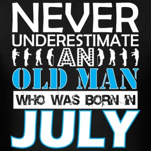 Never Underestimate An Old Man Was Born In July - Men's T-Shirt