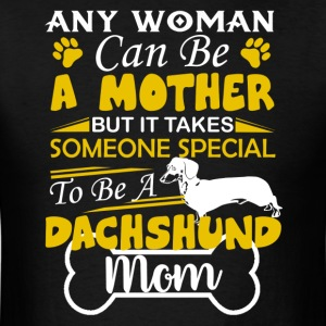 Dachshund Mom Shirt - Men's T-Shirt
