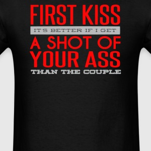 First kiss its better if i get a shot of your ass - Men's T-Shirt