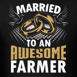 Married To An Awesome Farmer - Men's T-Shirt