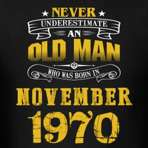 An Old Man Who Was Born In November 1970 - Men's T-Shirt