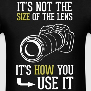 Its Not The Size Of The Lens Photographer T Shirt - Men's T-Shirt