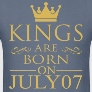 Kings are born on July 07 - Men's T-Shirt