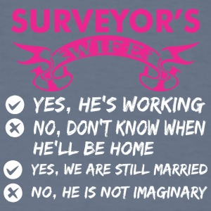 Surveyors Wife Yes Hes Working - Men's T-Shirt