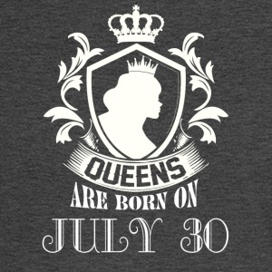 Queens are born on July 30 - Men's Long Sleeve T-Shirt